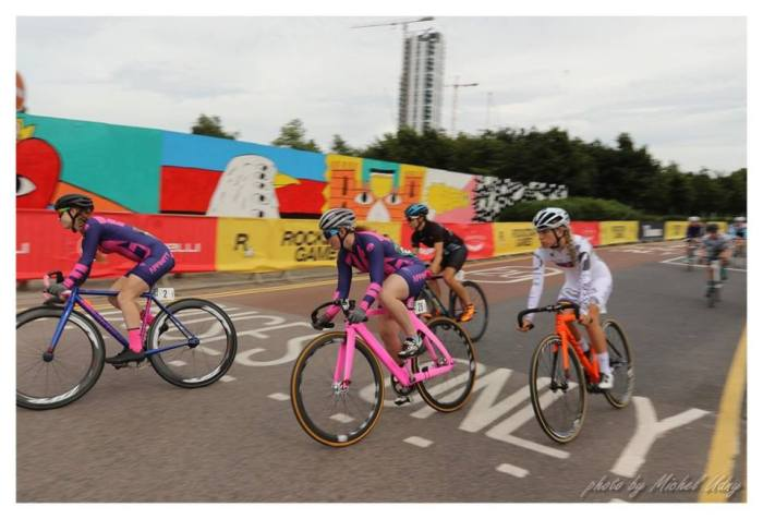 red-hook-crit-curve-wheels-lizanne-wilmot-ash-duban